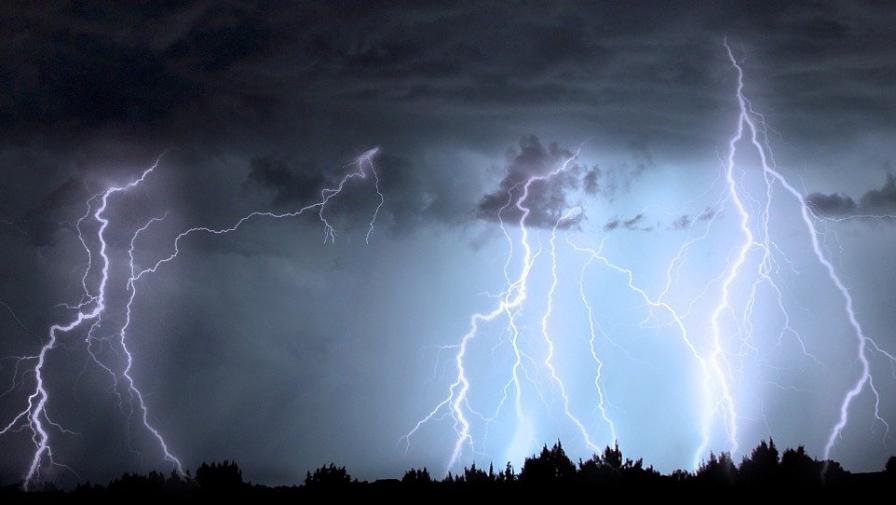 Burze, wiatry, nawałnice - jak się zachować